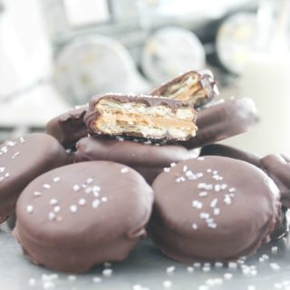 chocolate dipped peanut butter crackers - holiday - dessert - simple