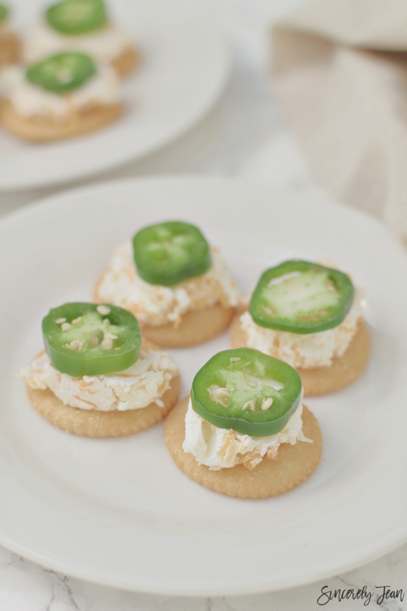 Jalepeno Cream Cheese Cracker Recipe | www.SincerelyJean.com