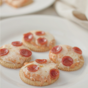 Pizza Crackers | www.SincerelyJean.com
