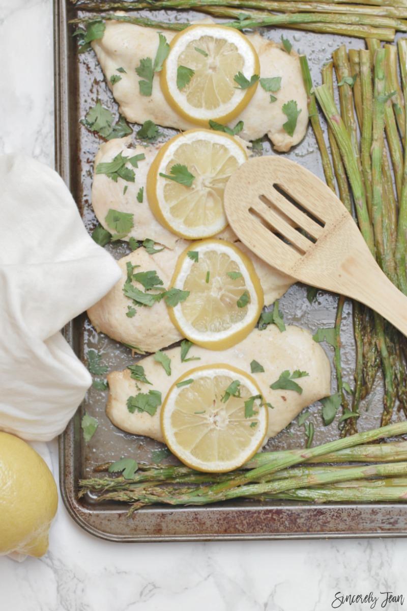Lemon Chicken and Asparagus - 5 Ingredient Dinner - Easy Dinner - Healthy Dinner Recipe | www.sincerelyjean.com