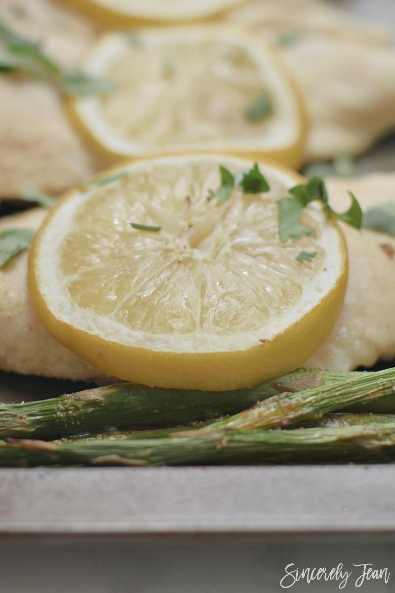 Easy Lemon Chicken and Asparagus - 5 Ingredient Dinner - Easy Dinner - Healthy Dinner Recipe | www.sincerelyjean.com