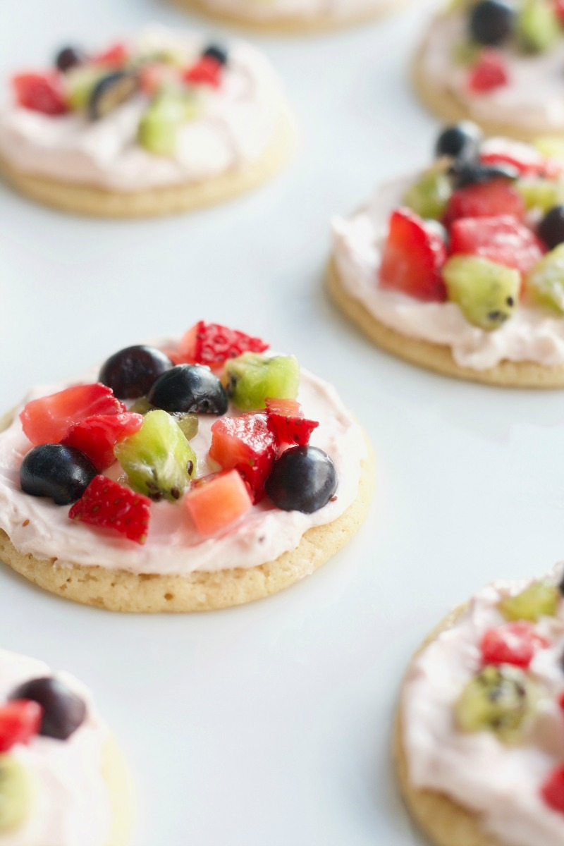 Mini Fruit Pizzas easy, summer, simple, sugar cookie