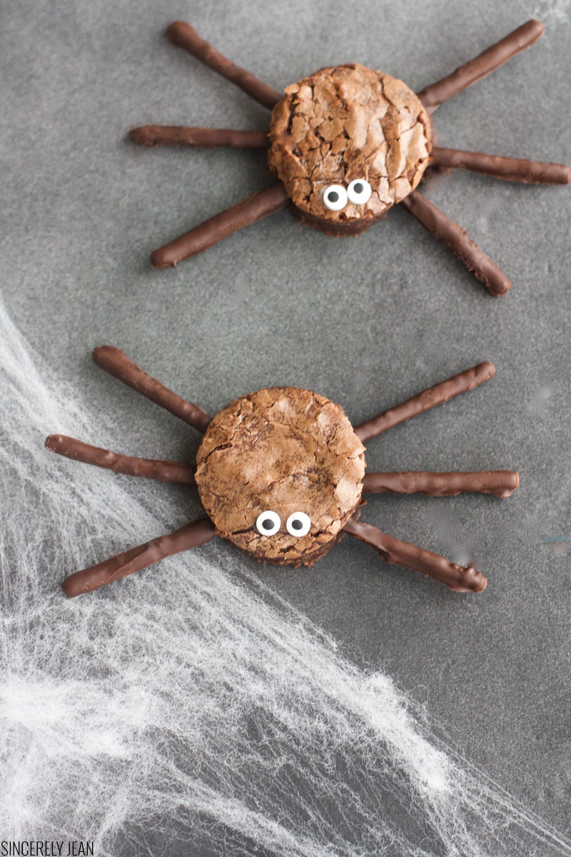 Spider Brownies - halloween - dessert - fun - spider- spooky - brownies - chocolate - pretzels - holidays