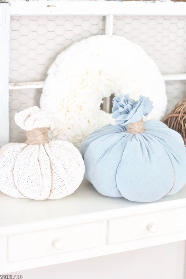 DIY Sweater Pumpkins easy, no sew, jade, pumpkins, holidays, thanksgiving, decor, craft, project, simple