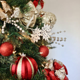 How to Decorate a Chrismtas Tree Like a Pro